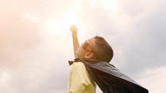 Mine børn er opfindere i skolen – Leger med Kugleventiler, rør og gaffatape